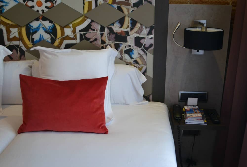 Where to stay in Barcelona before a cruise: Family Suite Hotel Leonardo