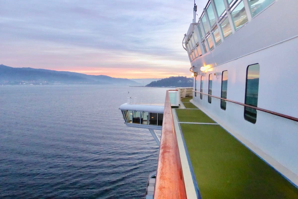 Sail into port - Cruise Experiences
