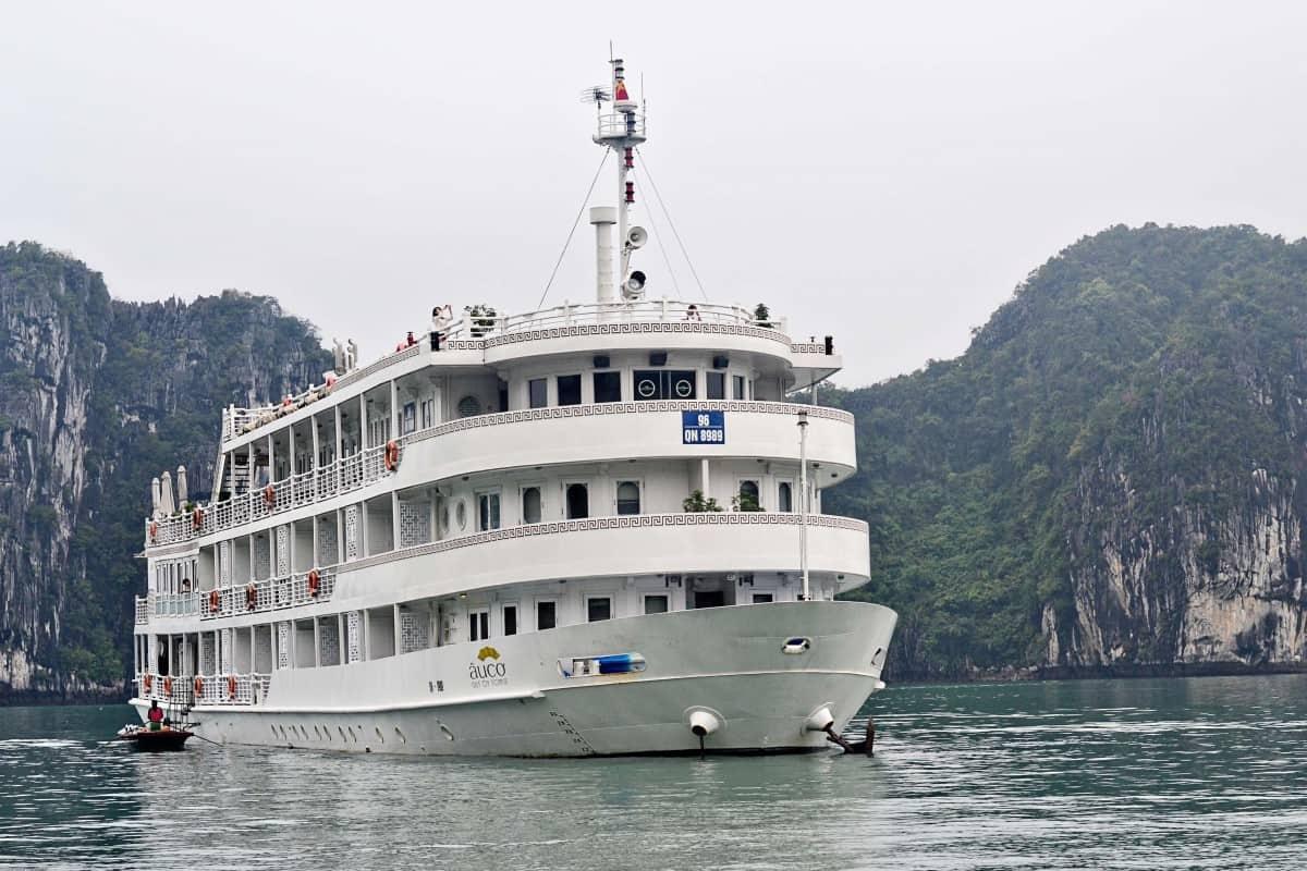 A Cruise on Halong Bay www.cruisingkids.co.uk
