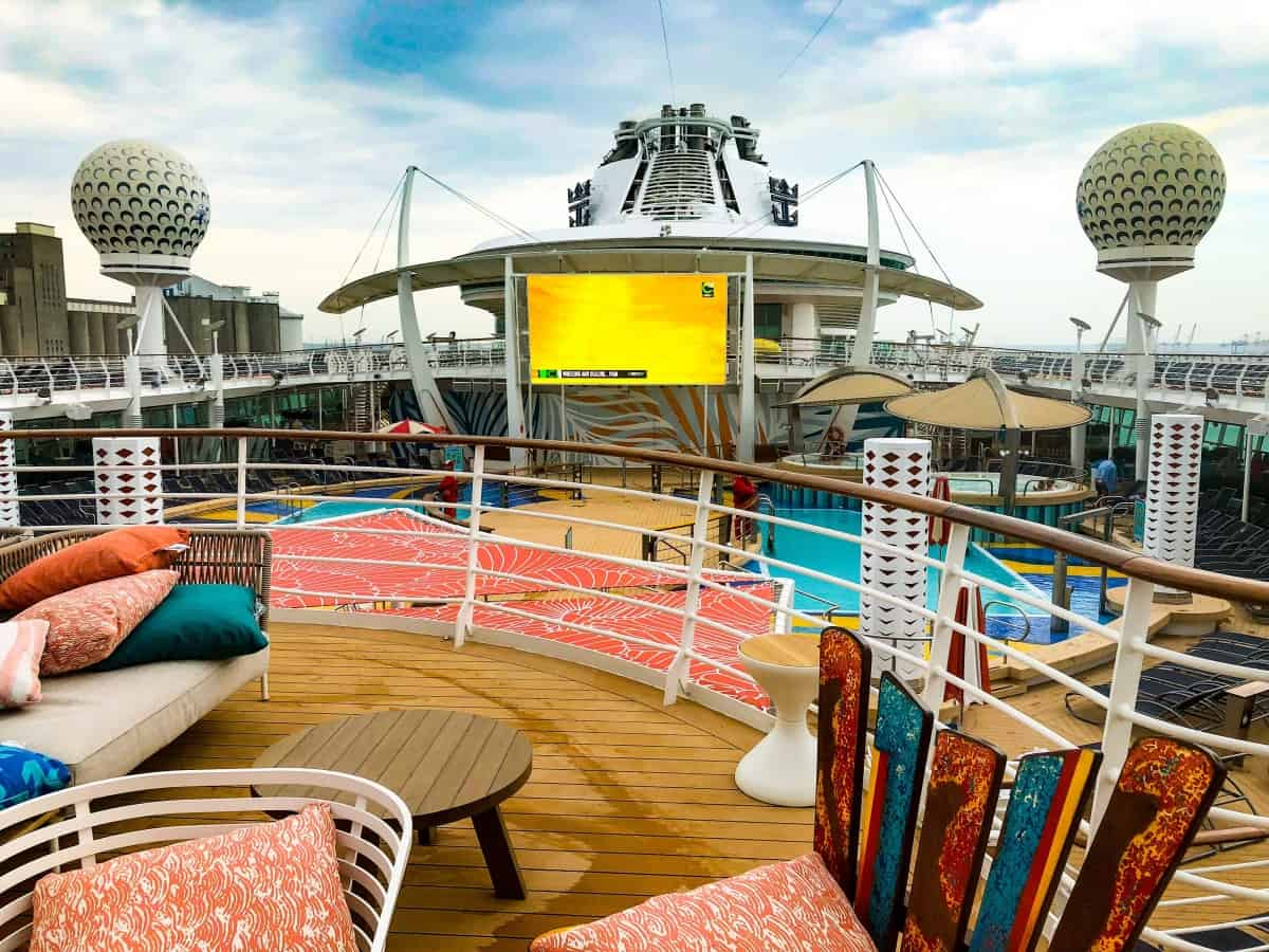 Pool bar seating area on the Independence of the Seas with view of the movie screen