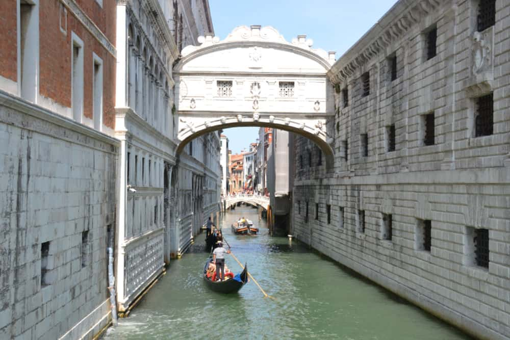 Gondola Bridge of Sighs - Port Guide: Venice with kids