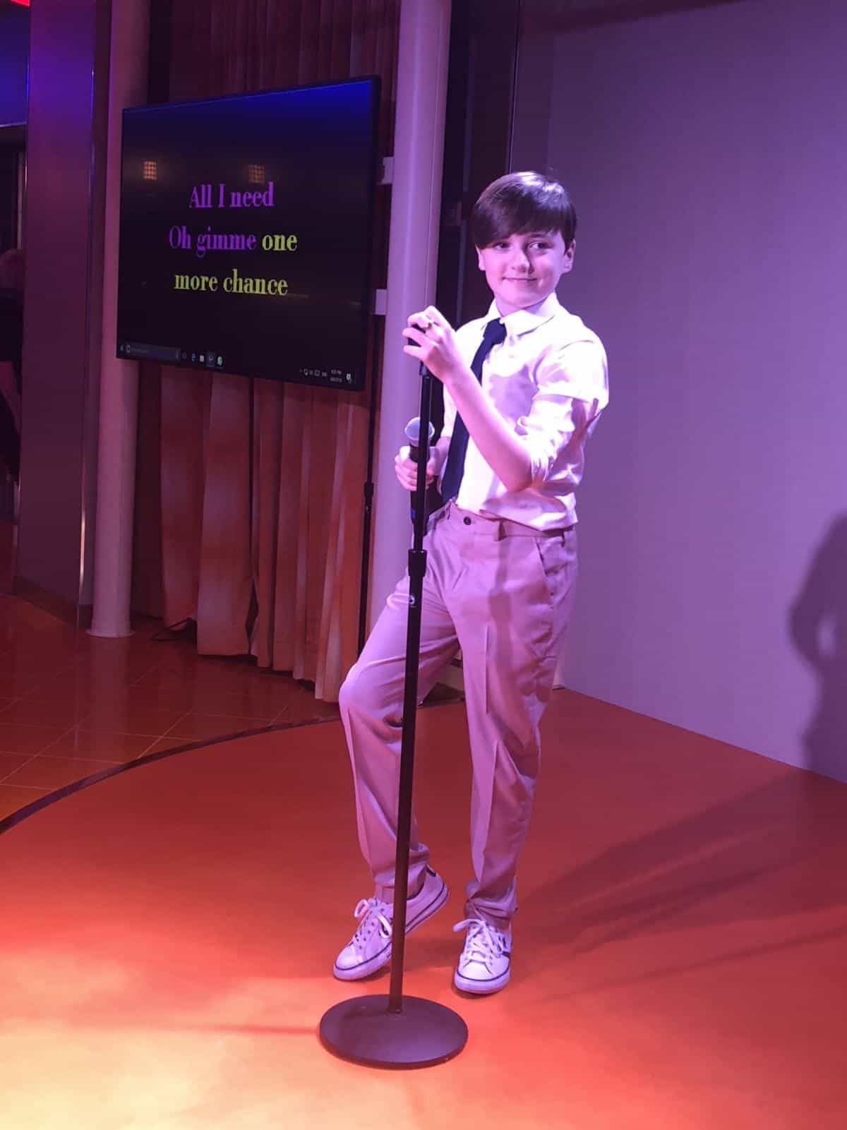 Karaoke live on air on the Symphony of the Seas