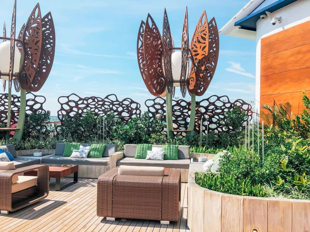 The Rooftop Garden is a great escape and the perfect place to unwind. Huge sculptures adorn the area where you can sit and relax. You can also watch movies here, grab a cocktail watch the sunset or the stars.