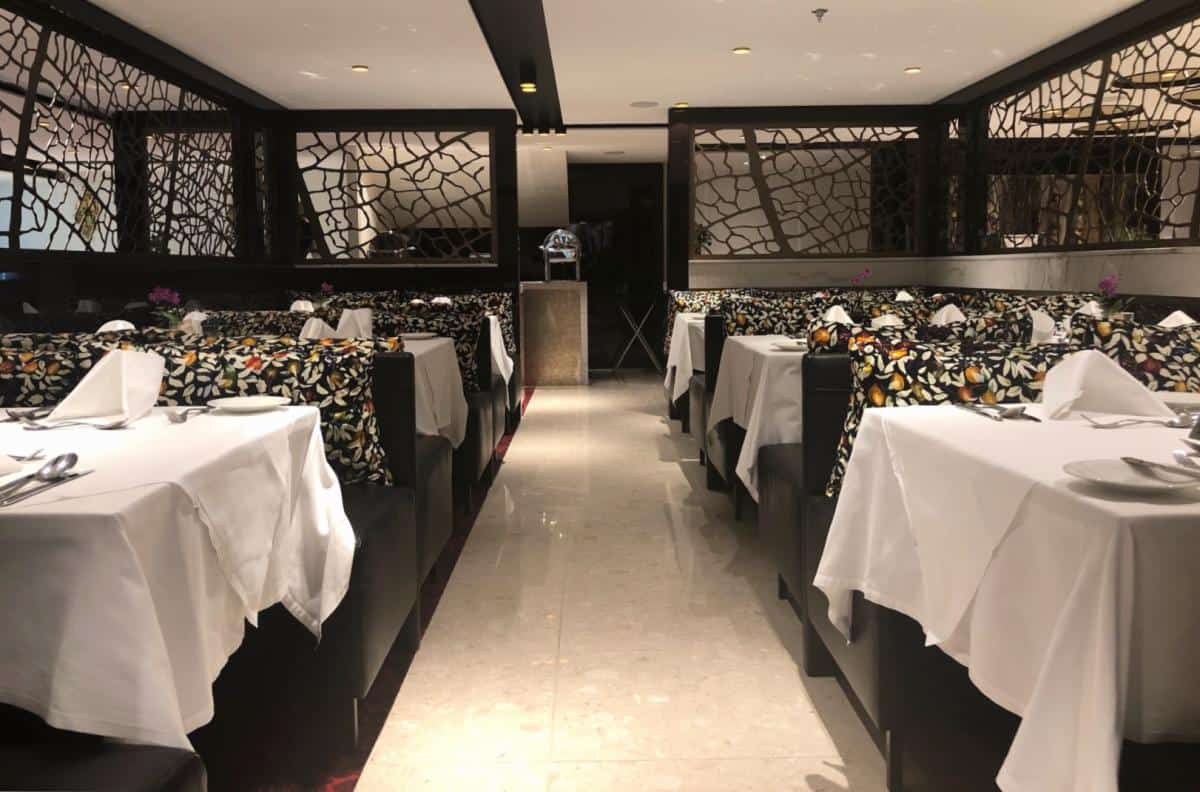 Main dining room on the AmaMagna