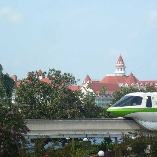 Which Hotels does the Monorail go to a Disney